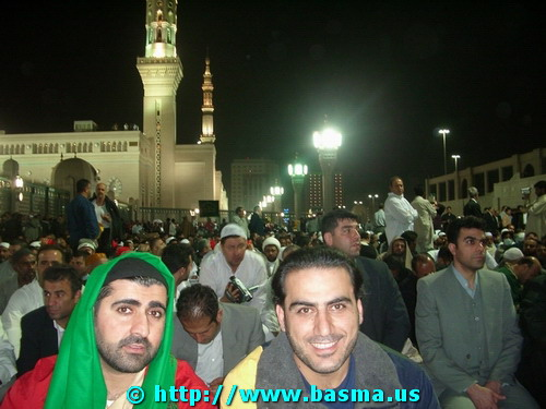 Pilgrims at the event. Visible behind the pilgrims is the al-Masjid an-Nabawi (a.k.a. Masjid ar-Rasoul, PBUH&HF - المسجد النبوي - مسجد الرسول). Al-Masjid an-Nabawi and Janat-ol-Baqi are adjacent to each other.