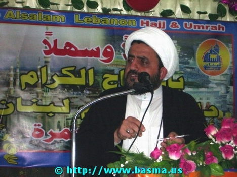 Sheikh Khatoun during his speech to the pilgrims.